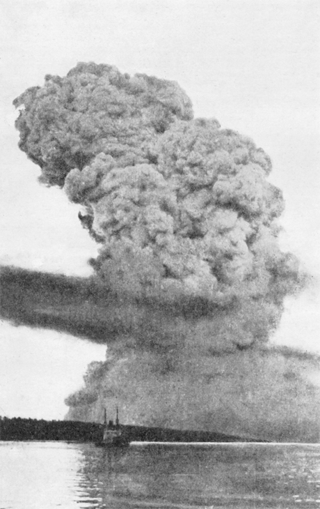 Library -and -Archives -of -Canada _Halifax -Harbour -Explosion -blast -cloud -one -mile -away -1917-19-171206-460