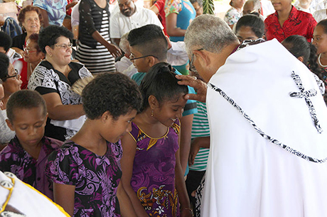 Ang Taonga _Bps -bless -children -at -Henry -Bull -consecration -Vanua -Levu -and -Taveuni -171210_460