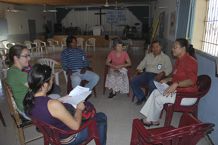 MU_Sheran -Harper -facilitating -Mothers -Union -Parenting -Training -in -Argentina _700x 467