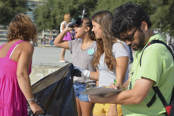 Green -Anglicans -Portugual -beach -clean -03_700x 467